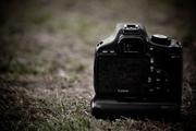 Vind sau Schimb Canon 550D + 50mm 1.8 + battery grip + 3 baterii